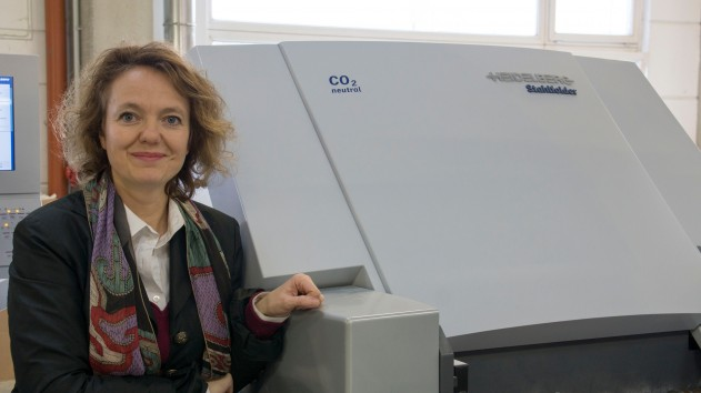 Doris Wallner-Bösmüller offers her customers the option of climate-neutral print products. Her print shop is one of the first to have purchased a carbon-offset Stitchmaster ST 450 saddlestitcher from Heidelberg.