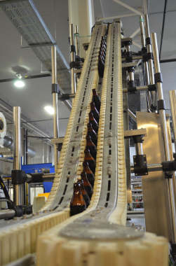 Moosehead Breweries utilizes a 45-degree VarioFlow wedge conveyor system, manufactured by Bosch Rexroth, to move bottles up to a 10-foot height to provide line workers and forklift operators with easier access and freedom of movement along the bottling production line.