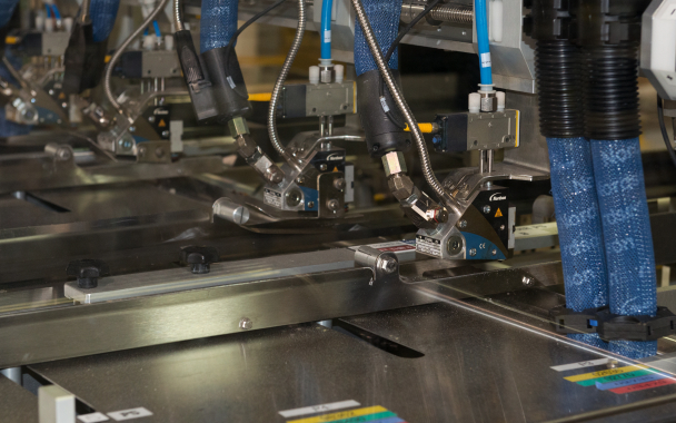 The Delkor Trayfecta system utilizes the Nordson ProBlue 7 hot-melt adhesive dispensing and applicating system for forming the paperboard cartons at high throughput speeds.