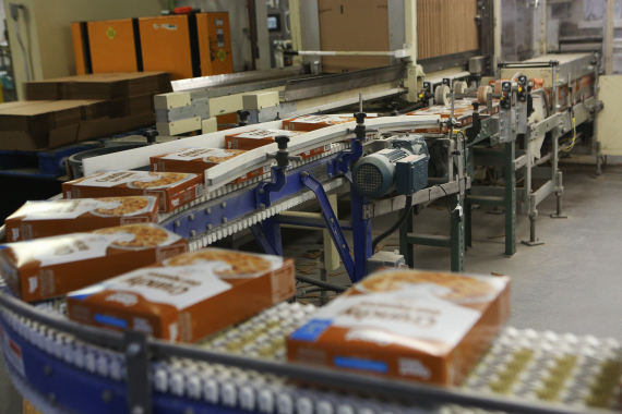 Utilizing the power of motors manufactured by SEW-Eurodrive, a SpanTech Canada conveyor system smoothly moves boxes of breakfast towards the end-of-line packaging area.