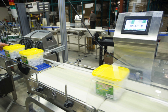 A Multiweigh checkweigher installed by RJP Packaging verifies the weight of plastic tubs used to package larger quantities of detergent pods preferred by Big Box retail customers.
