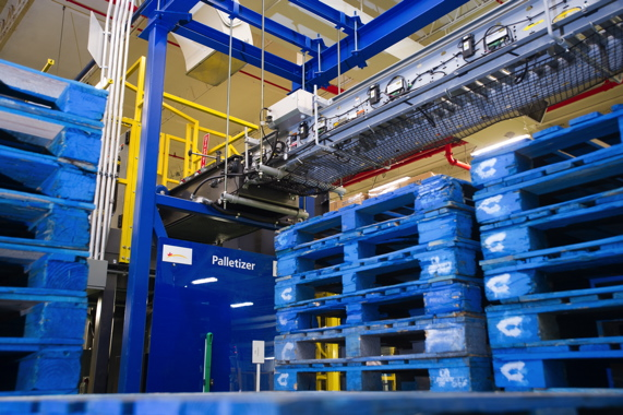 The Columbia Machine palletizer uses signature-blue CHEP pallets to palletize the finished product loads.