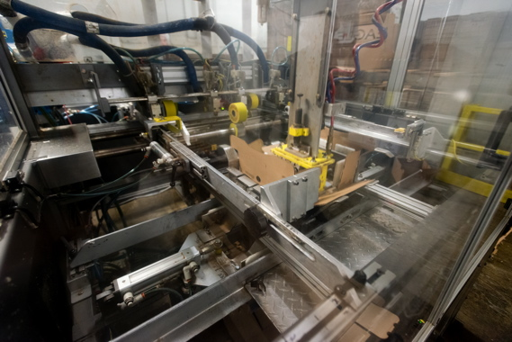 Supplied by WeighPack Systems and manufactured by Eagle Packaging Machinery, the high-speed VASSOYO Air trayforming system can achieve speeds of up to 25 cycles per minute at the Bercy Foods plant in Montreal.