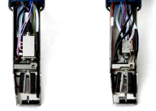 The new i-Pulse printhead design (right) positions the dispensing nozzle right at exit point.