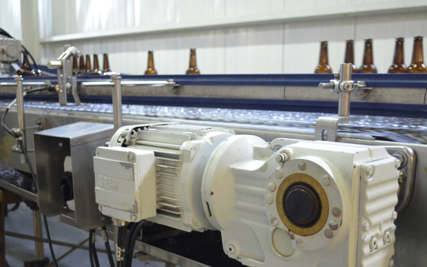 All along the production line, powerful SEW-Eurodrive motors power the Moosehead bottle production line to ensure smooth and reliable product transfer and handling.