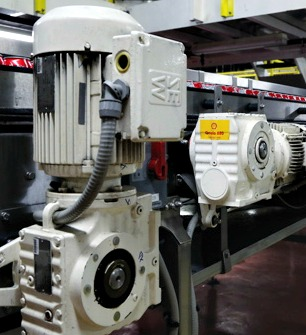 The Weston canning facility employs a multitude of heavy-duty SEW-Eurodrive electrical motors to power high-speed conveyors from Descon Conveyor Systems (see below) transferring the product through its packaging stages.