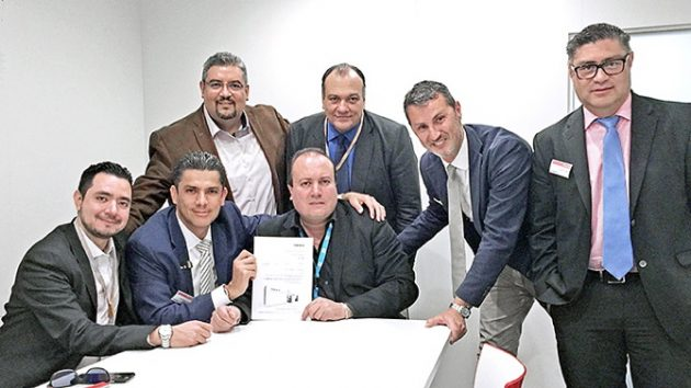 From left to right: Jorge Díaz, Operations Manager (Publi Grafic Internacional), Carlos Rodríguez, Sales Manager (Sun Digital), Cesar Arvizu, Finance Manager (Publi Grafic Internacional), Fernando Mena, Managing Director (Publi Grafic Internacional), Guillermo Mena, General Comptroller (Publi Grafic Internacional), Marco Carrara, Vice President of Sales & Marketing Americas (Bobst Bielefeld GmbH), Miguel Castillo, Regional Service Manager (Bobst Latinoamérica Norte de CV).