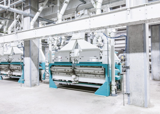Efficient: In chocolate manufacturing, the cocoa beans first have to be treated. This calls for efficient and energy-saving equipment. (Photo: Bühler)